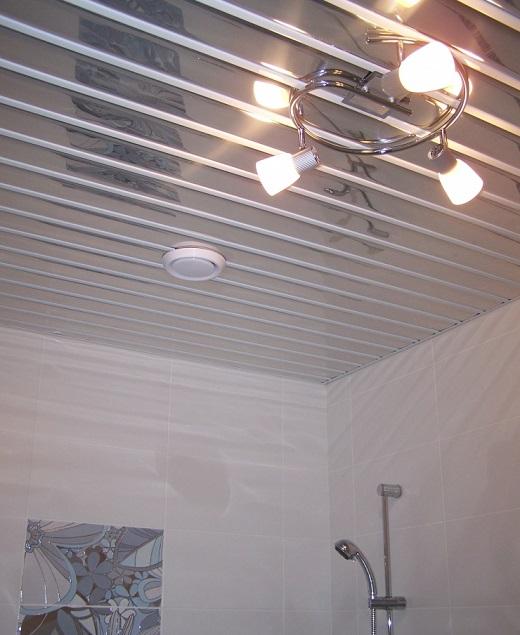 Алюминиевый подвесной потолок на фото