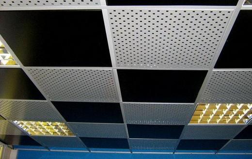 На фото: подвесной потолок от производителя Армстронг