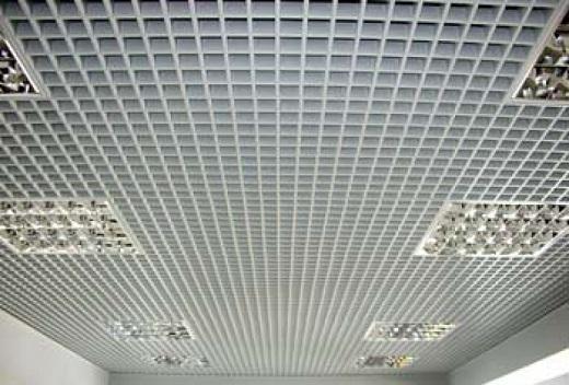 На изображении потолок Грильято белый