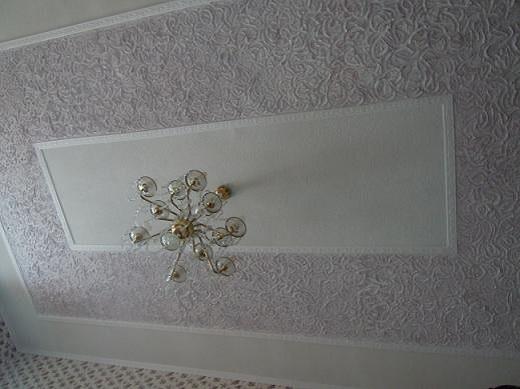 Фактурная краска на потолке