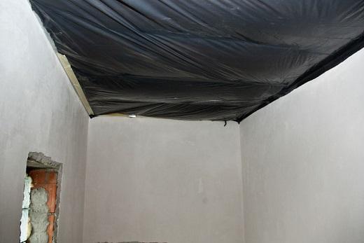 На снимке показан гидроизоляционный слой в ванной комнате