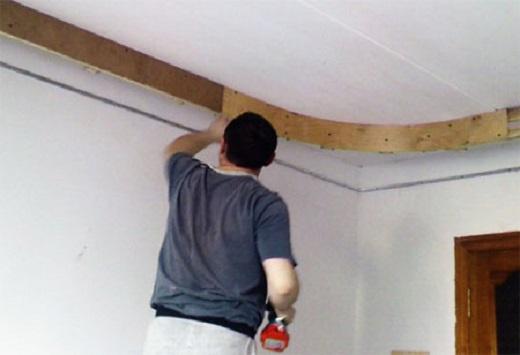 Монтаж сатинового потолка на фото