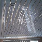 Устройство и установка потолочных ПВХ-панелей