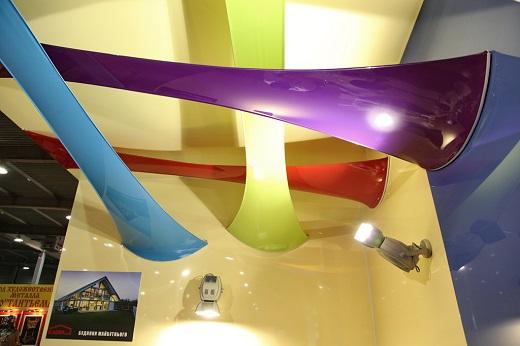 Глянцевые натяжные потолки имеют в ассортменте более 150 цветов