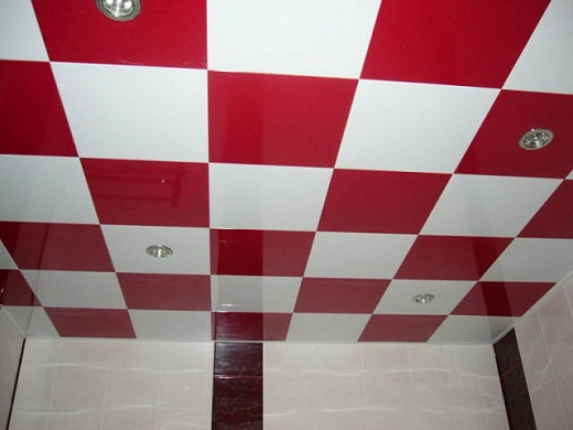 Кассетный алюминиевый потолок в ванной комнате на фото