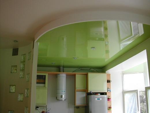 На фото пример оформления многоуровневого  натяжного потолка на кухне