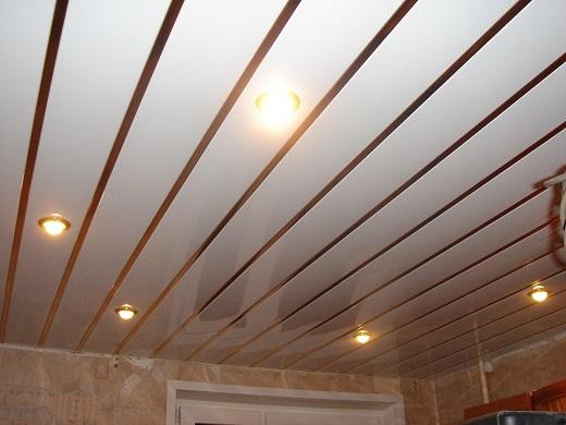 Так выглядит потолок реечный Албес