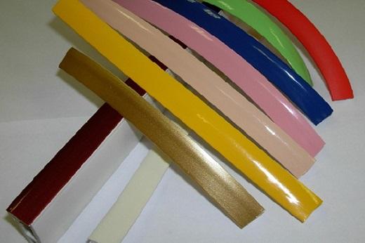 На рисунке изображена декоративная лента для натяжных потолков в различных цветах