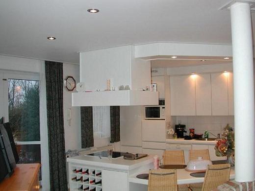 Использование матовых натяжных потолков на кухне возможно