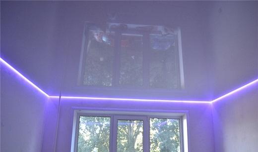 Так выглядят парящие натяжные потолки на снимке