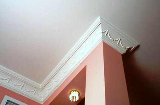 Полиуретановый плинтус подойдет для любого стиля дизайна интерьера, превосходная имитация лепнины из гипса