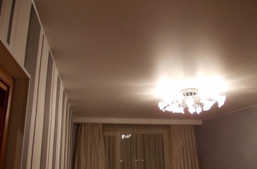 Натяжной потолок Алези на снимке