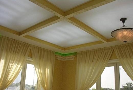 Потолок в частном доме на фото