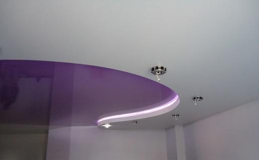 Использование подсветки в двухуровневых натяжных потолках