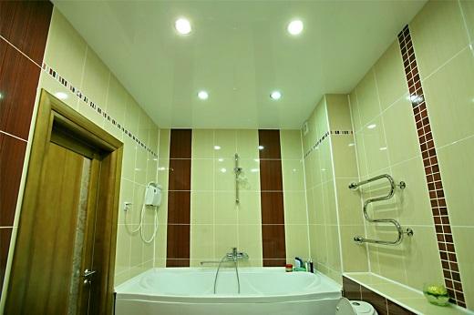Натяжной потолок Мастер бобр в ванной на снимке