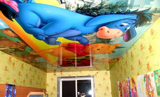 Натяжной потолок в детской на снимке