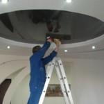 Руководство как мыть натяжные потолки