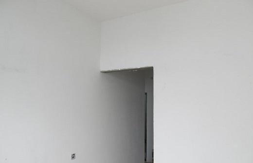 Так выглядит штукатурка потолка и стен Ротбандом