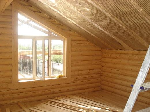 На рисунке представлен пример утепления потолка в деревянном доме