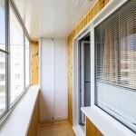 Остекление балконов с выносом в Челябинске