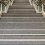 Каменные лестницы и ступени из мрамора — разнообразие решений