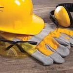 Нанесение краски с помощью компрессора и пульверизатора. Защитные очки для работников опасных производств
