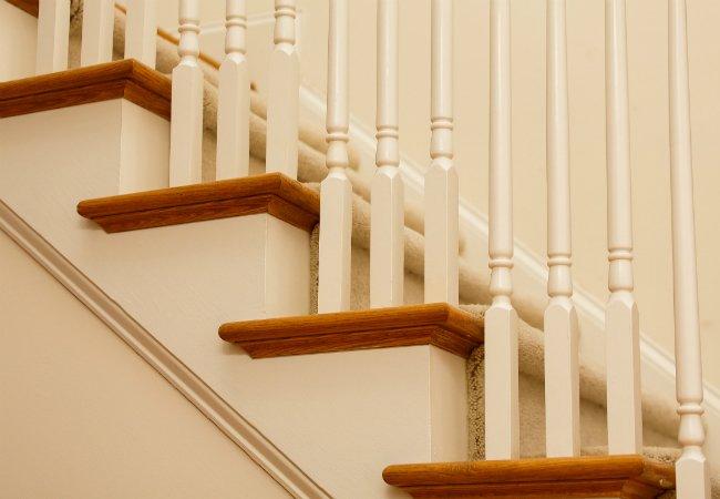 Carpet_Runner_On_Wood_Stairs