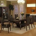 Преимущества стеклянного и деревянного обеденных столов